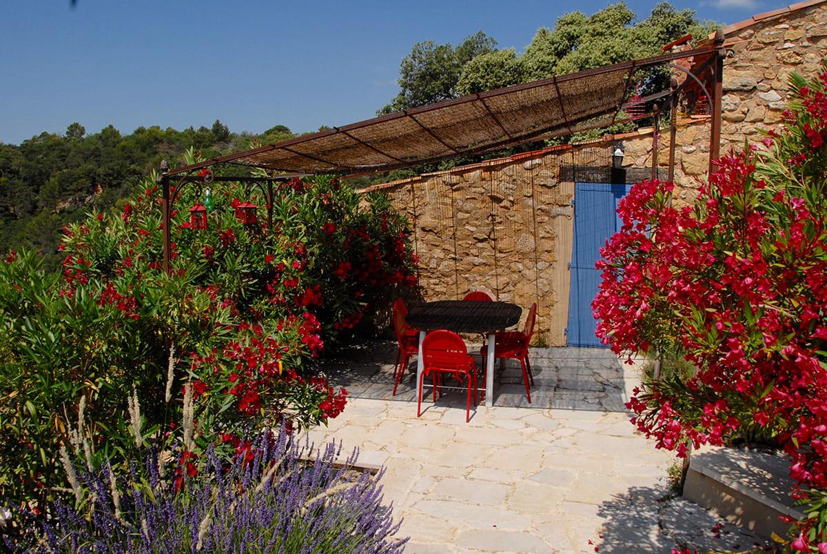 Petite Gipière dining terrace